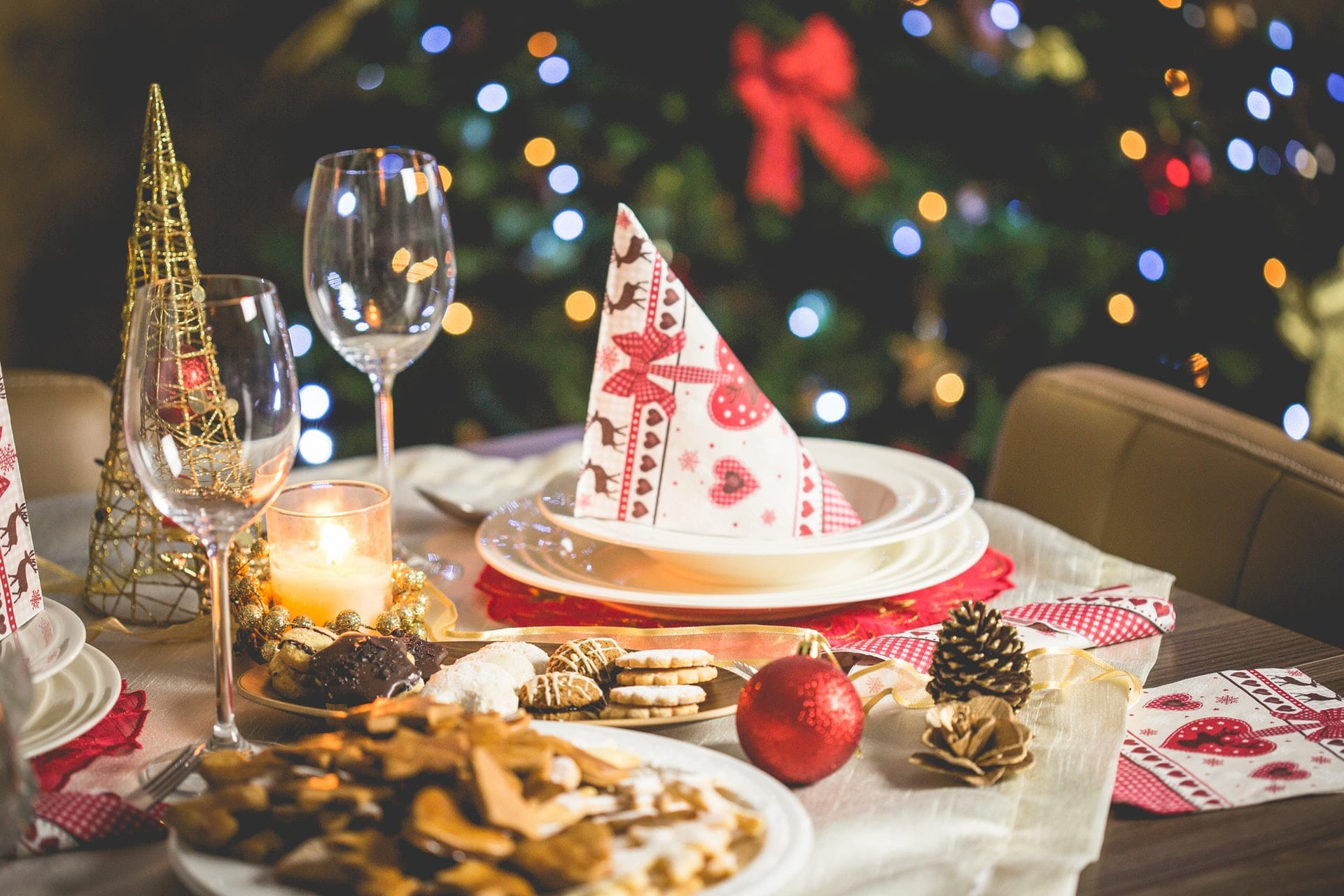 dining table with christmas decor